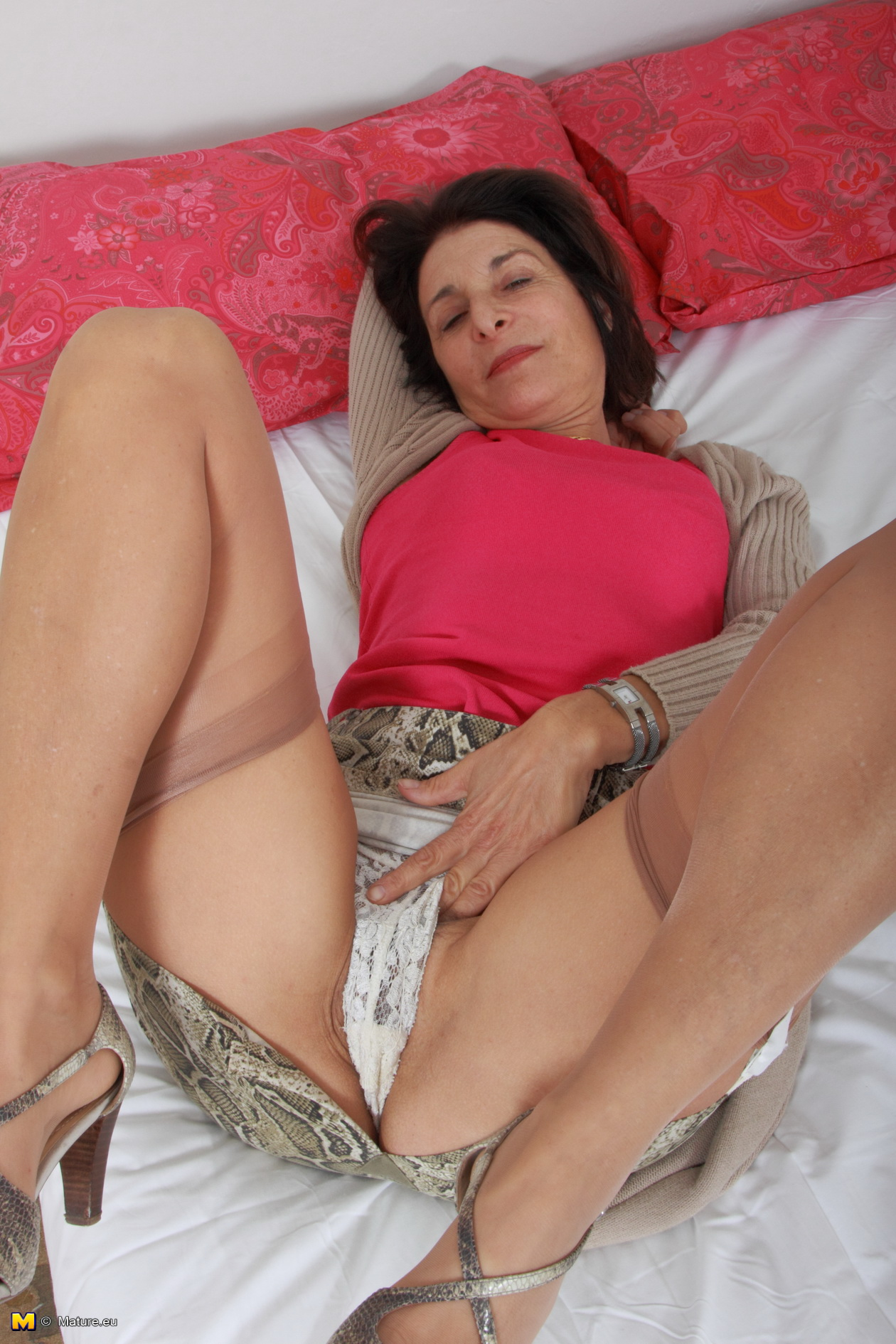 Fucking my chubby mature mom