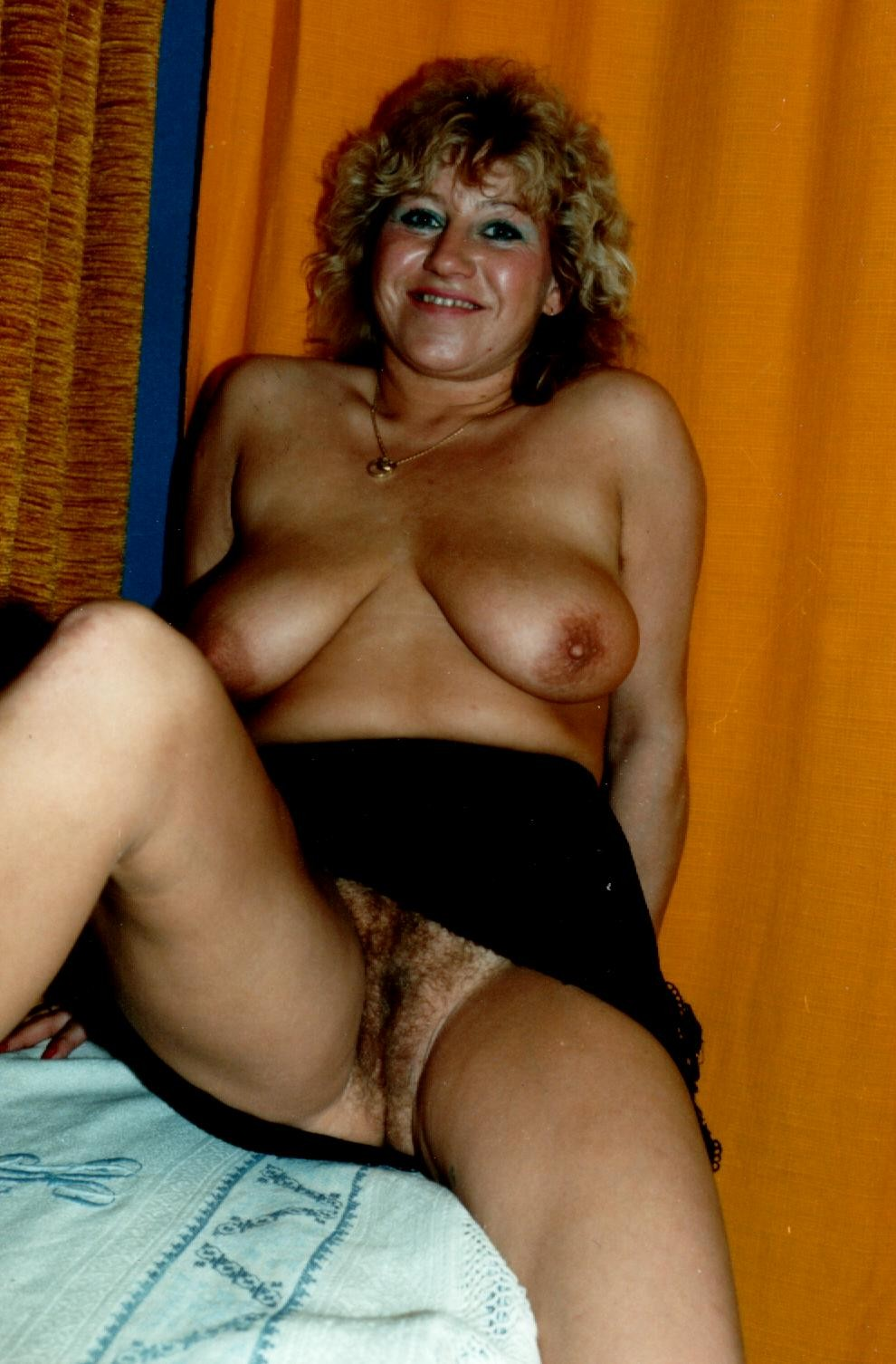 Meaty hairy spread whorish legs snatch